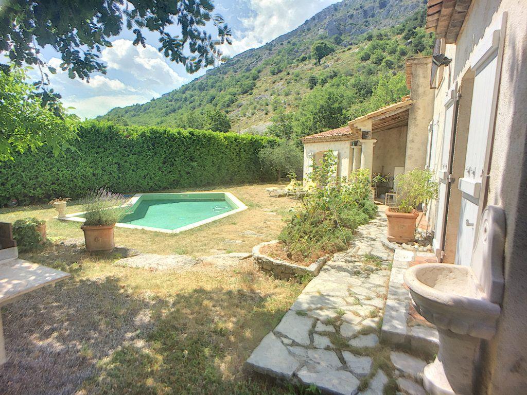 Maison à vendre 6 167m2 à Gréolières vignette-1