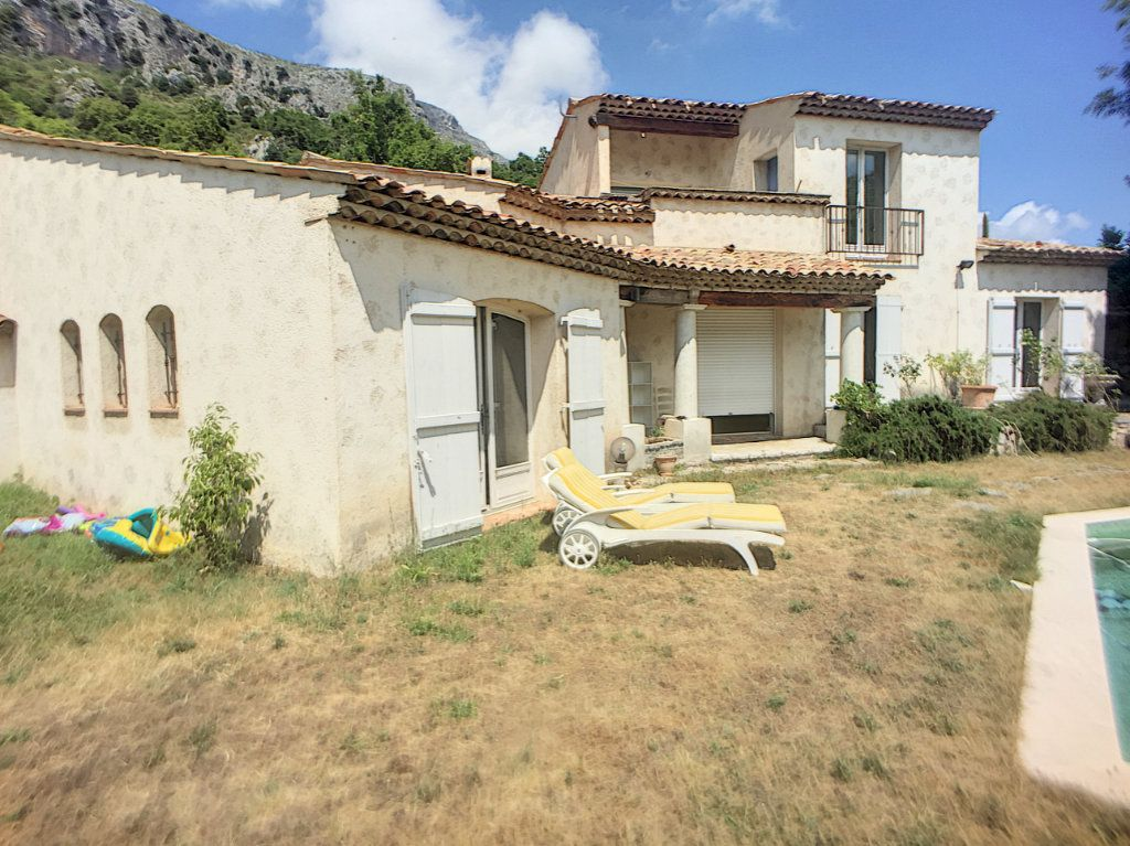 Maison à vendre 6 167m2 à Gréolières vignette-2