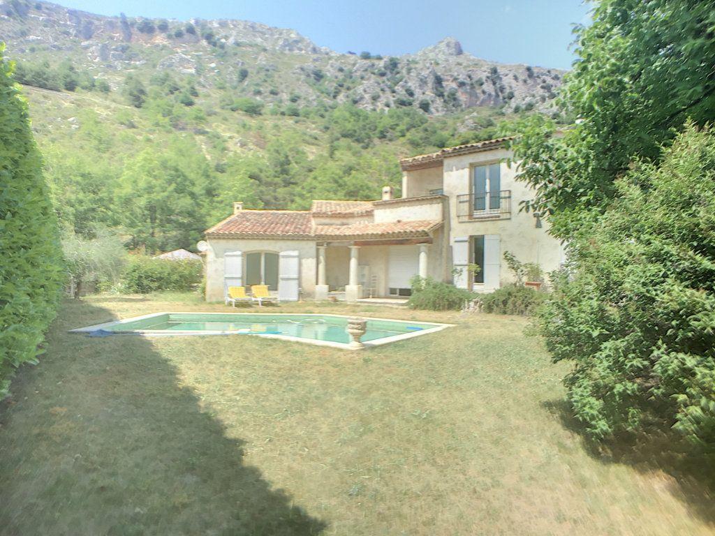 Maison à vendre 6 167m2 à Gréolières vignette-3