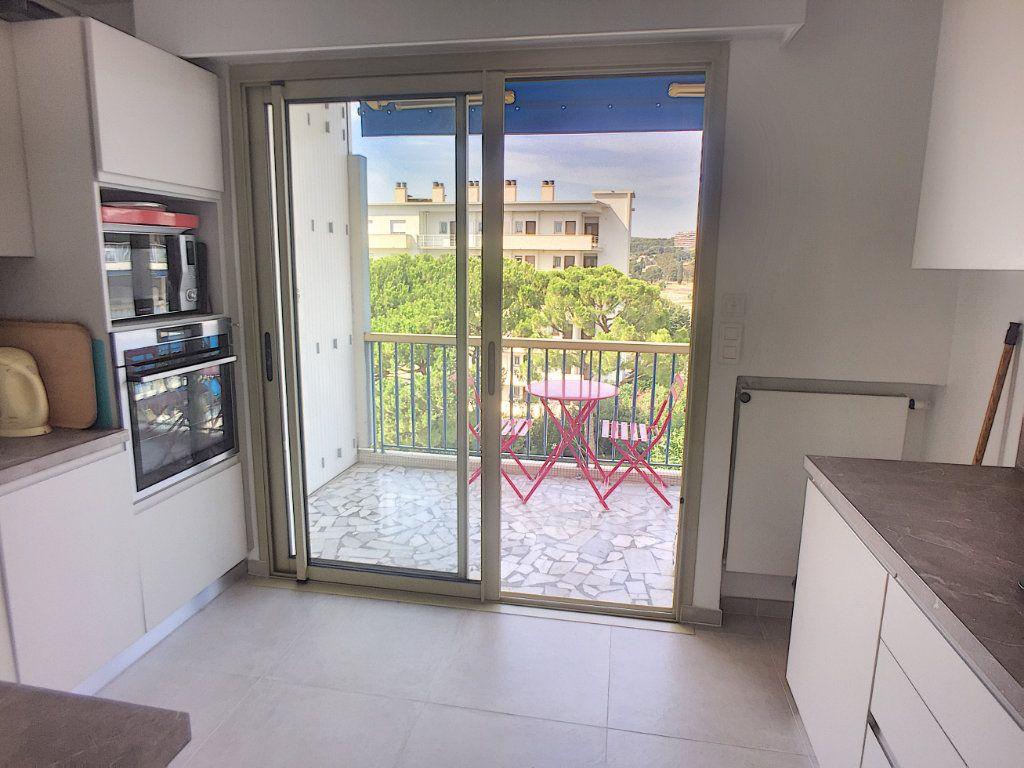 Appartement à vendre 4 94m2 à Cagnes-sur-Mer vignette-3