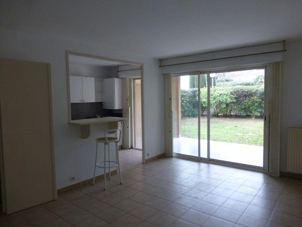 Appartement à vendre 3 64.37m2 à Saint-Laurent-du-Var vignette-3