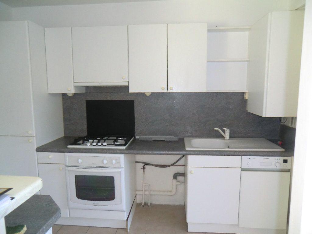Appartement à vendre 3 64.37m2 à Saint-Laurent-du-Var vignette-4