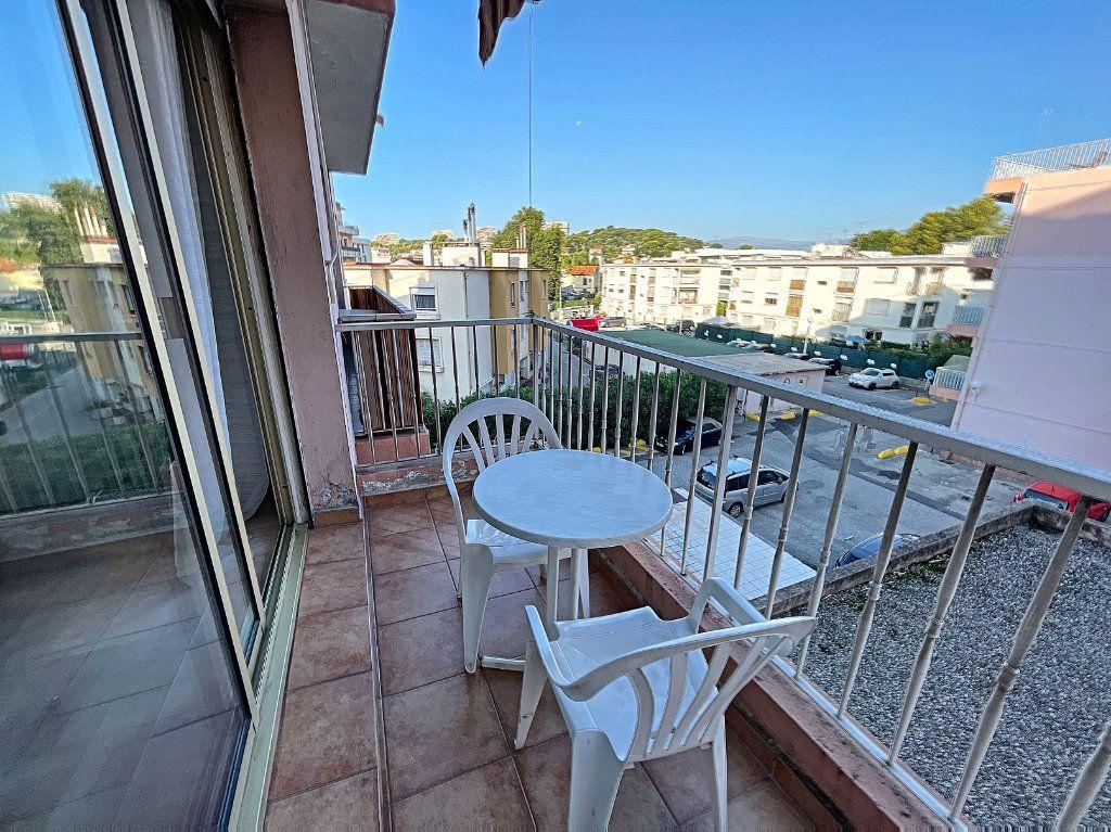 Appartement à louer 1 35.96m2 à Cagnes-sur-Mer vignette-1