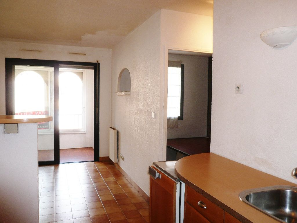 Appartement à louer 2 26m2 à Fréjus vignette-1