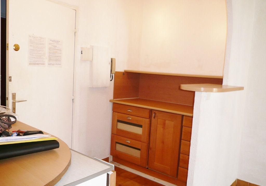 Appartement à louer 2 26m2 à Fréjus vignette-2