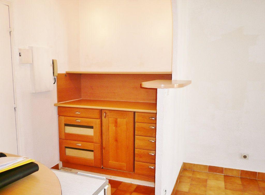 Appartement à louer 2 26m2 à Fréjus vignette-3