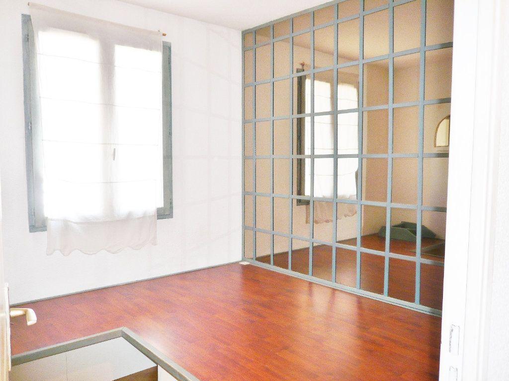 Appartement à louer 2 26m2 à Fréjus vignette-4