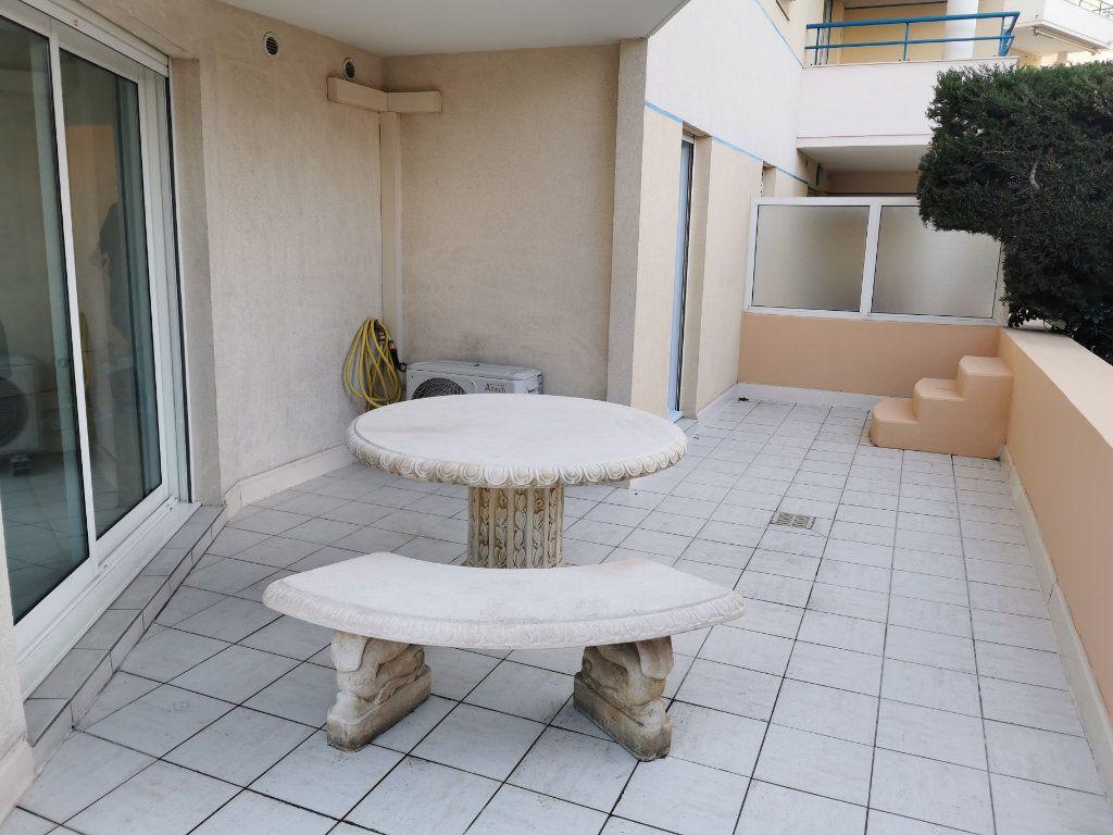 Appartement à louer 2 46m2 à Fréjus vignette-1