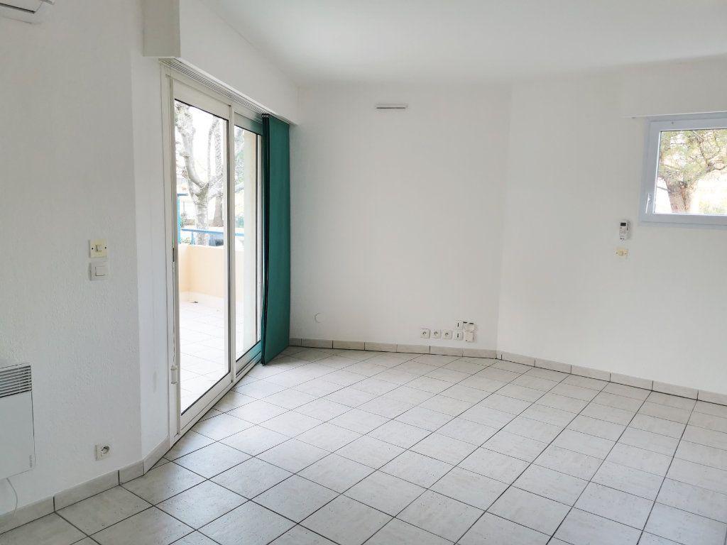 Appartement à louer 2 46m2 à Fréjus vignette-2