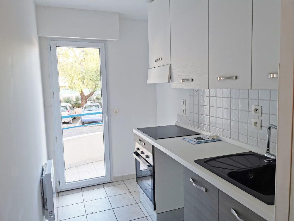 Appartement à louer 2 46m2 à Fréjus vignette-3