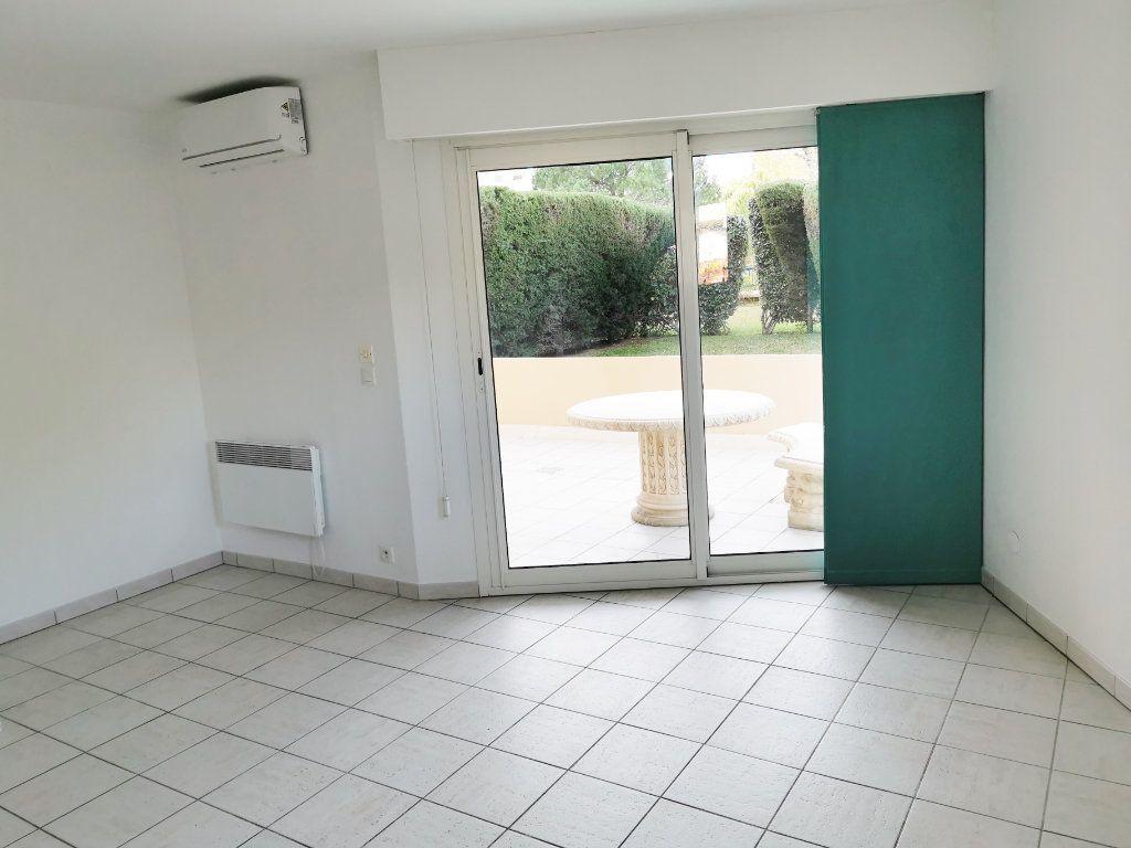 Appartement à louer 2 46m2 à Fréjus vignette-9