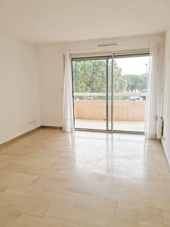 Appartement à louer 3 61m2 à Fréjus vignette-1