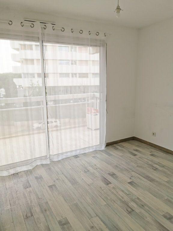 Appartement à louer 3 61m2 à Fréjus vignette-2
