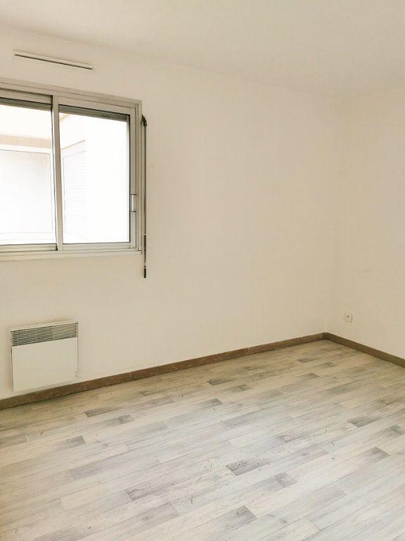Appartement à louer 3 61m2 à Fréjus vignette-3