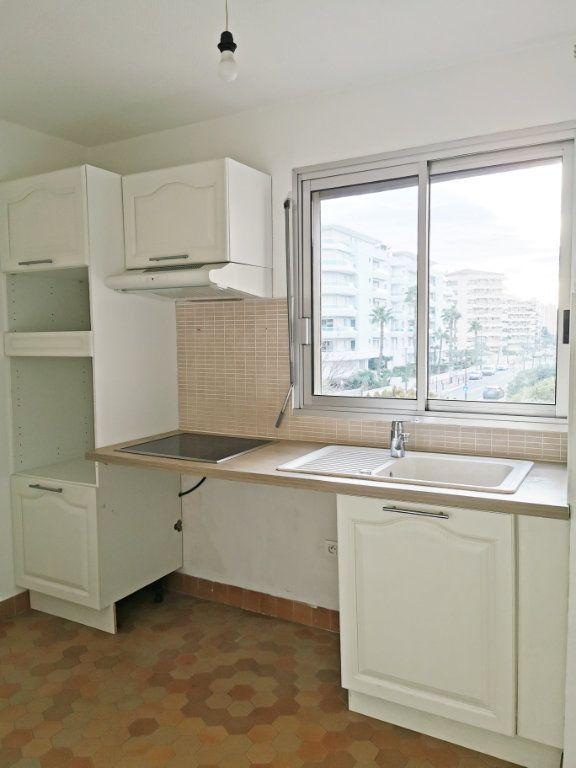 Appartement à louer 3 61m2 à Fréjus vignette-4