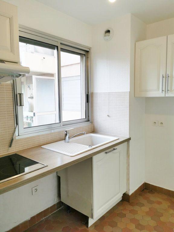 Appartement à louer 3 61m2 à Fréjus vignette-5