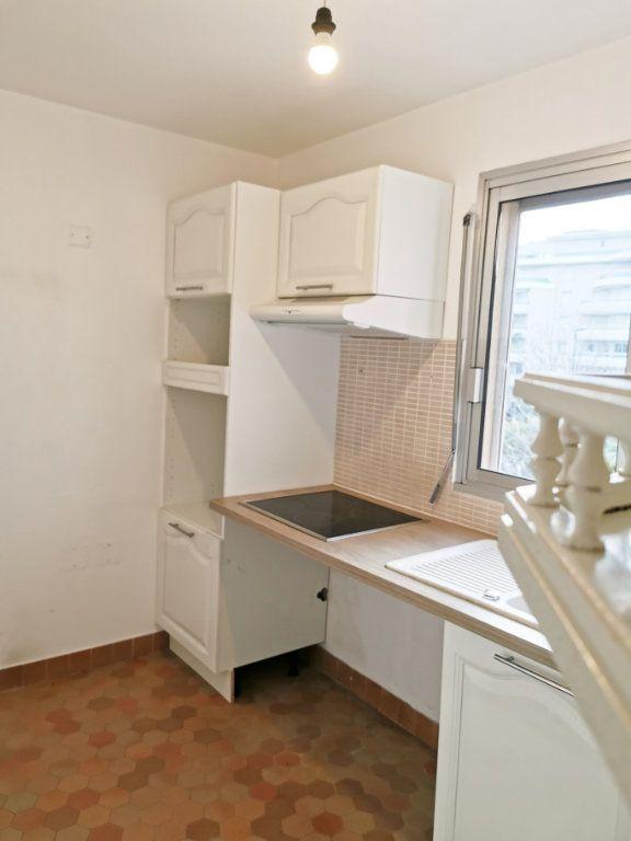 Appartement à louer 3 61m2 à Fréjus vignette-6