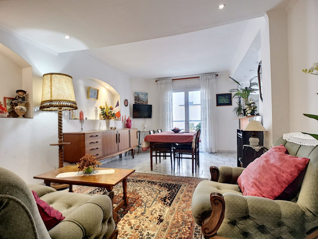 Appartement à vendre 3 66.49m2 à Saint-Raphaël vignette-1