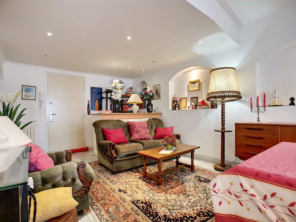 Appartement à vendre 3 66.49m2 à Saint-Raphaël vignette-2