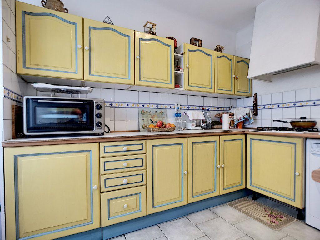 Appartement à vendre 3 66.49m2 à Saint-Raphaël vignette-3
