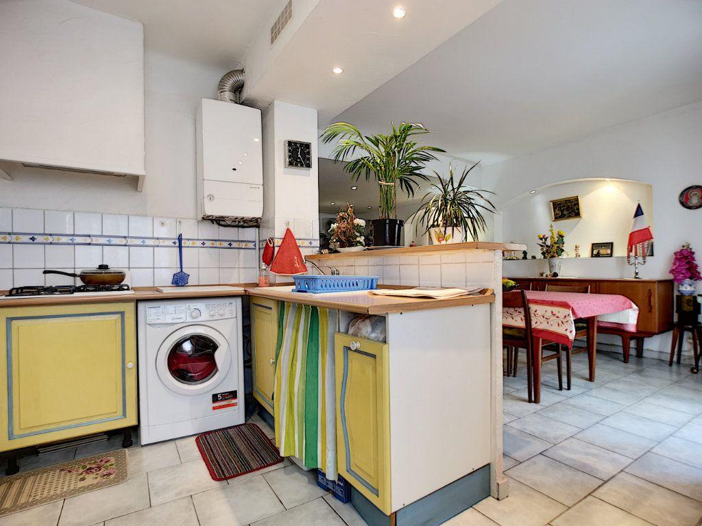 Appartement à vendre 3 66.49m2 à Saint-Raphaël vignette-4