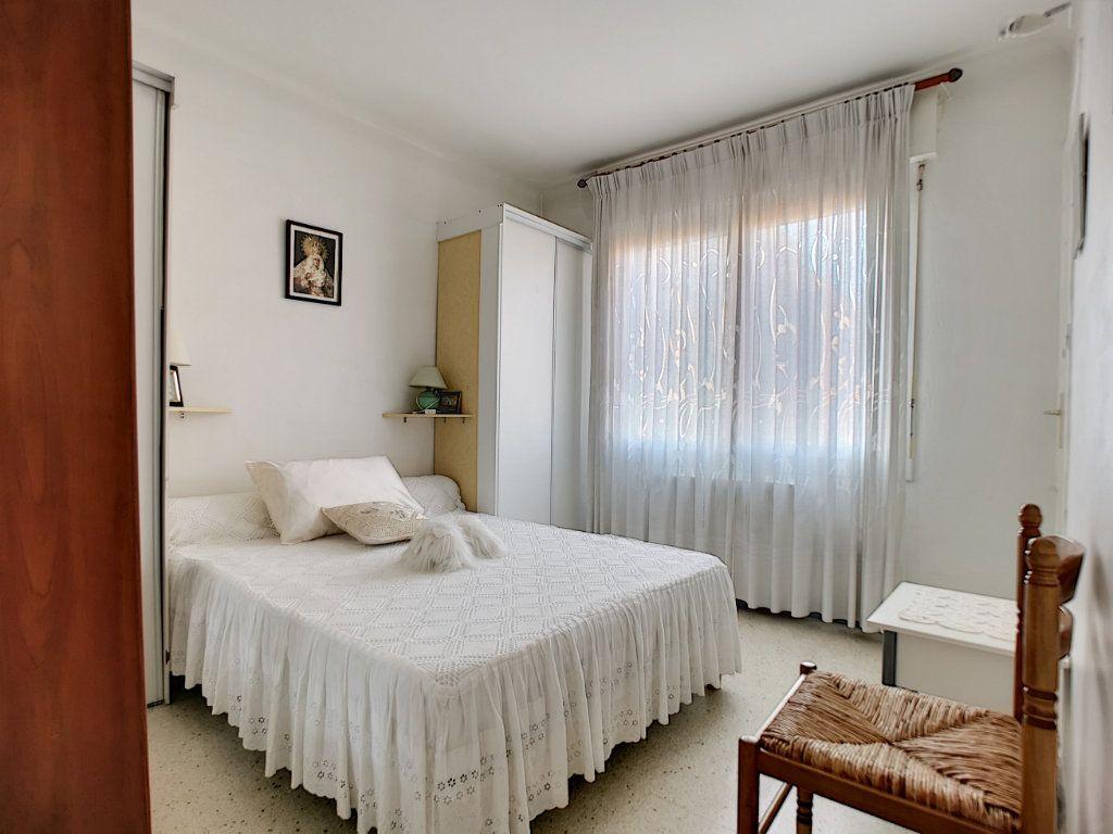 Appartement à vendre 3 66.49m2 à Saint-Raphaël vignette-5