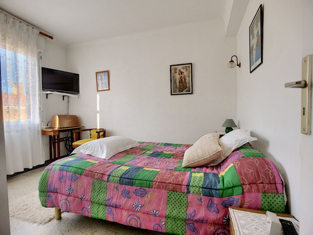 Appartement à vendre 3 66.49m2 à Saint-Raphaël vignette-6