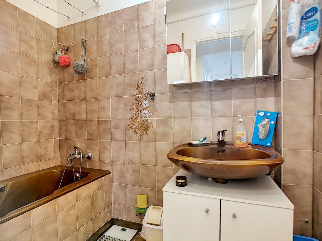 Appartement à vendre 3 66.49m2 à Saint-Raphaël vignette-7