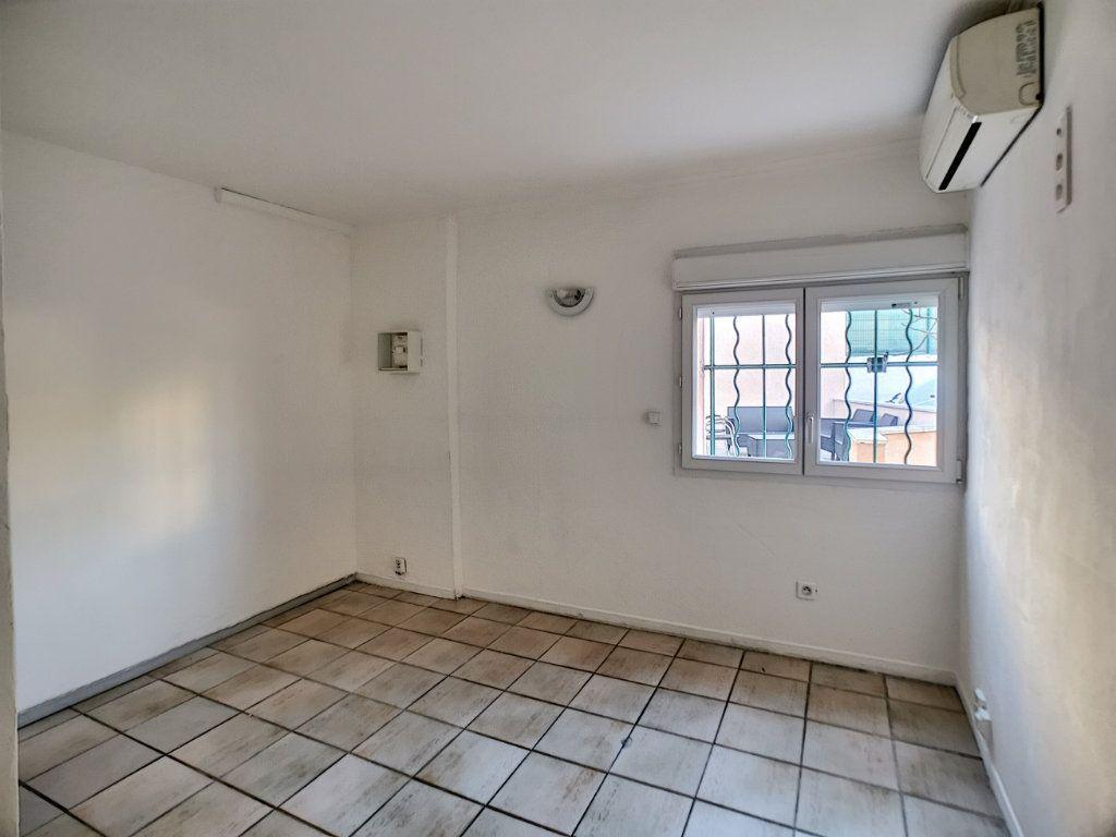 Appartement à vendre 1 22.5m2 à Fréjus vignette-4