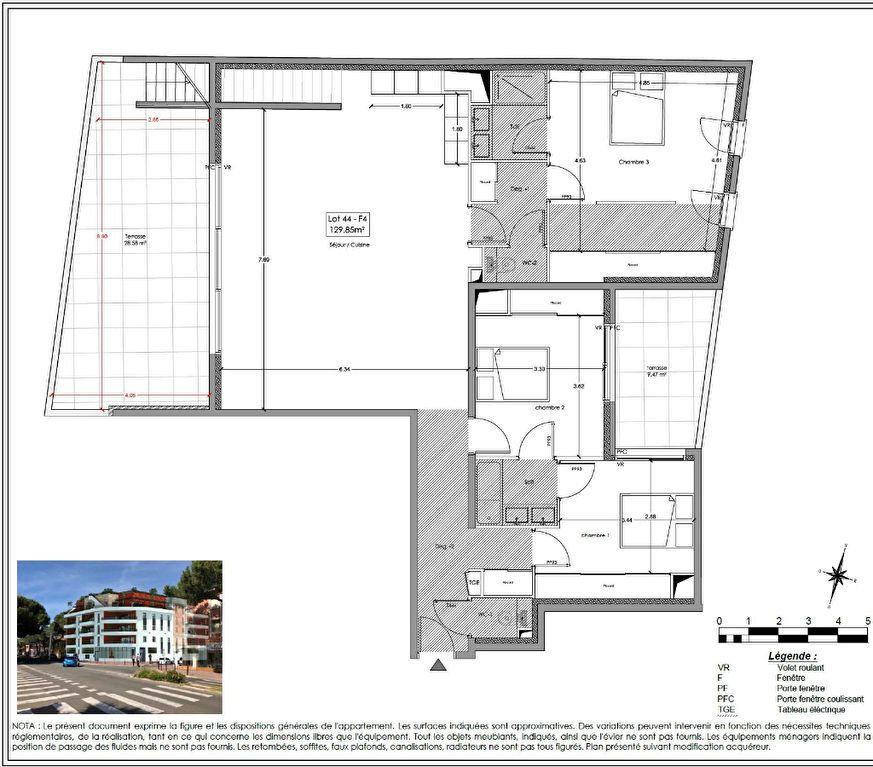 Appartement à vendre 4 129.85m2 à Fréjus vignette-2
