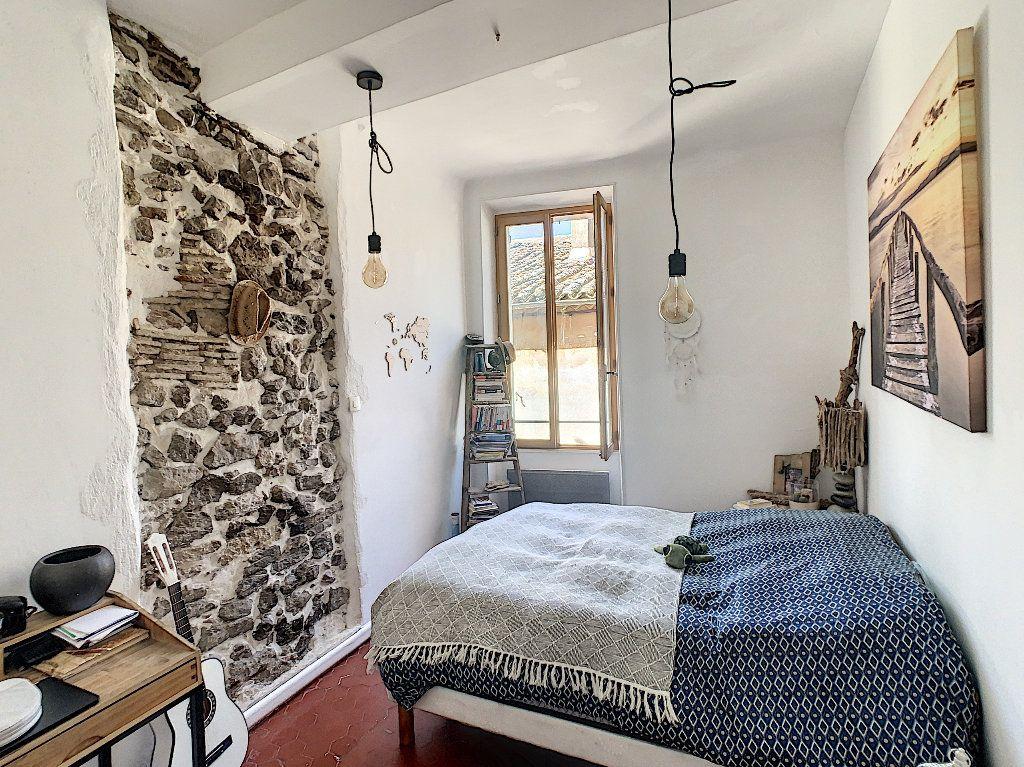 Appartement à vendre 2 40m2 à Roquebrune-sur-Argens vignette-2