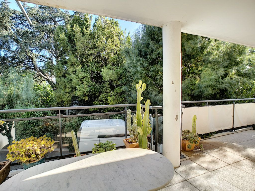 Appartement à vendre 4 92m2 à Saint-Raphaël vignette-2