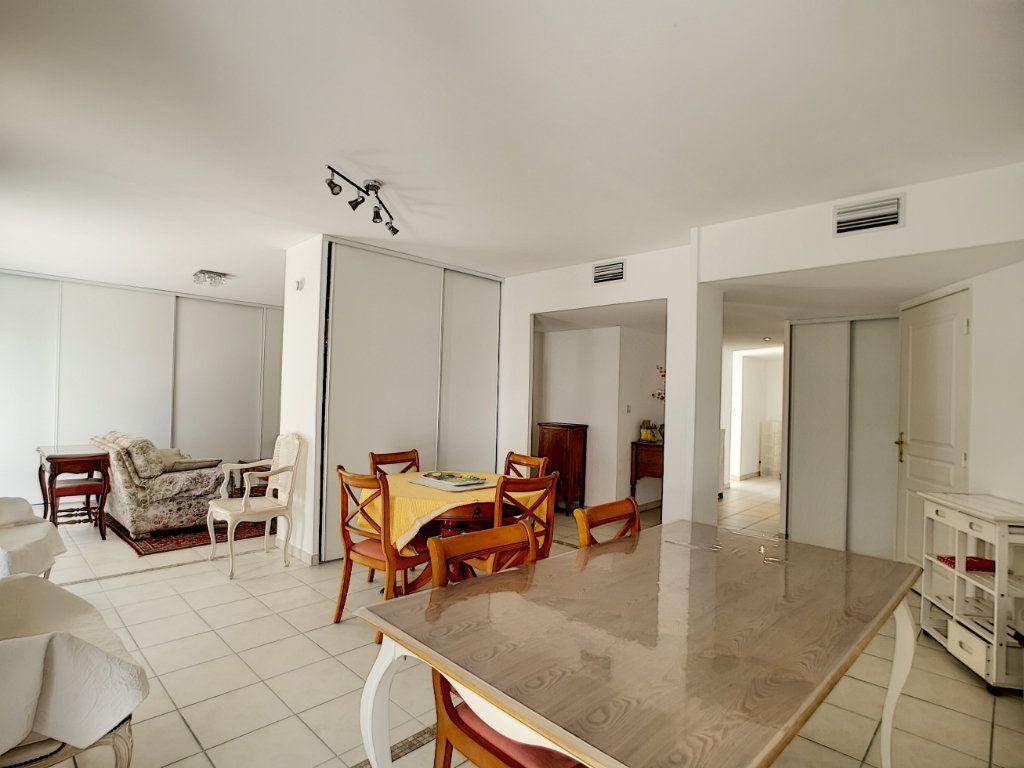 Appartement à vendre 4 92m2 à Saint-Raphaël vignette-3