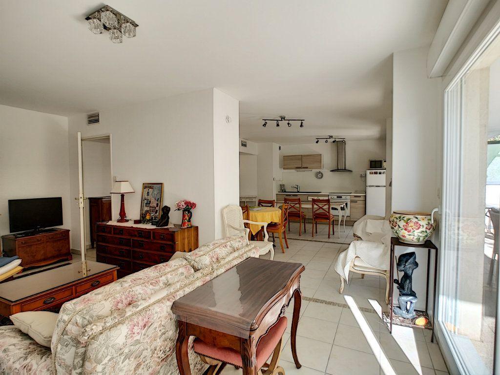 Appartement à vendre 4 92m2 à Saint-Raphaël vignette-4