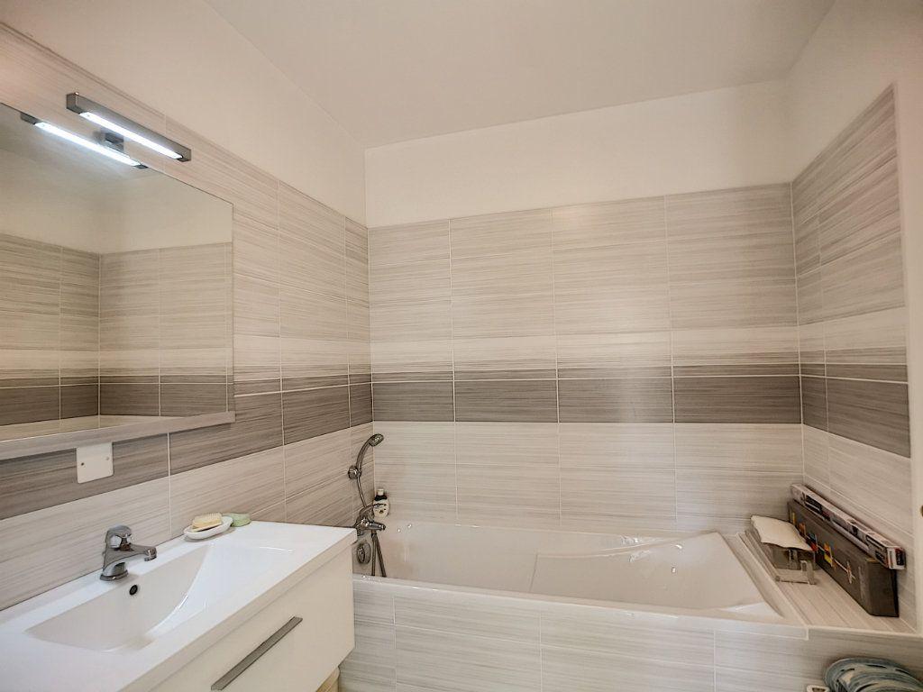 Appartement à vendre 4 92m2 à Saint-Raphaël vignette-8