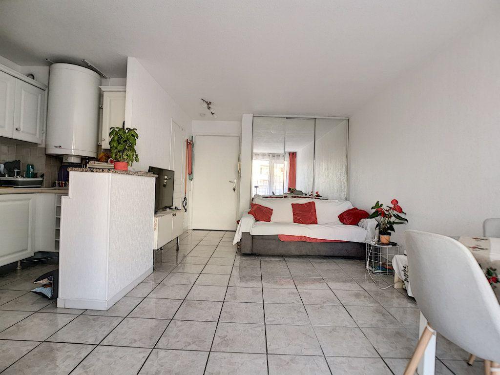 Appartement à vendre 2 34m2 à Fréjus vignette-1