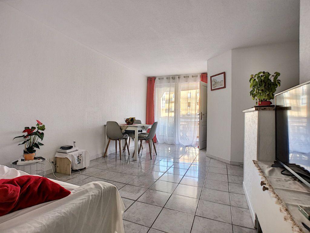 Appartement à vendre 2 34m2 à Fréjus vignette-2