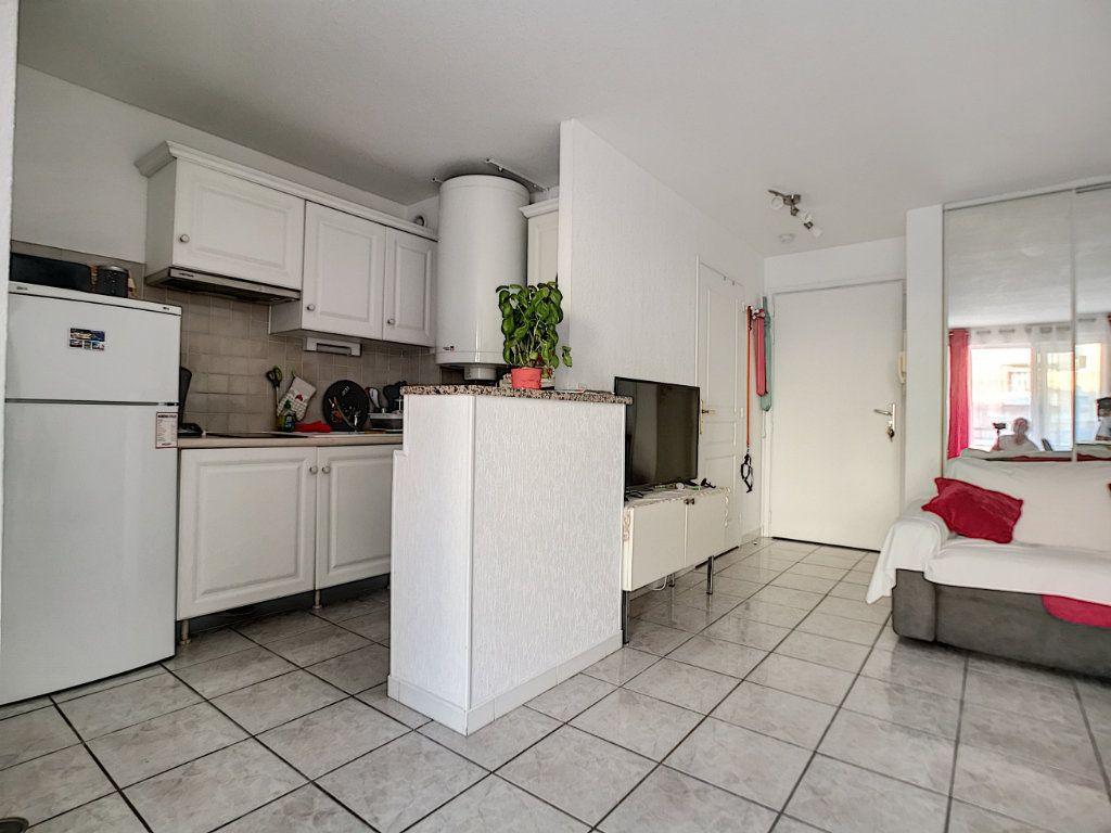 Appartement à vendre 2 34m2 à Fréjus vignette-3
