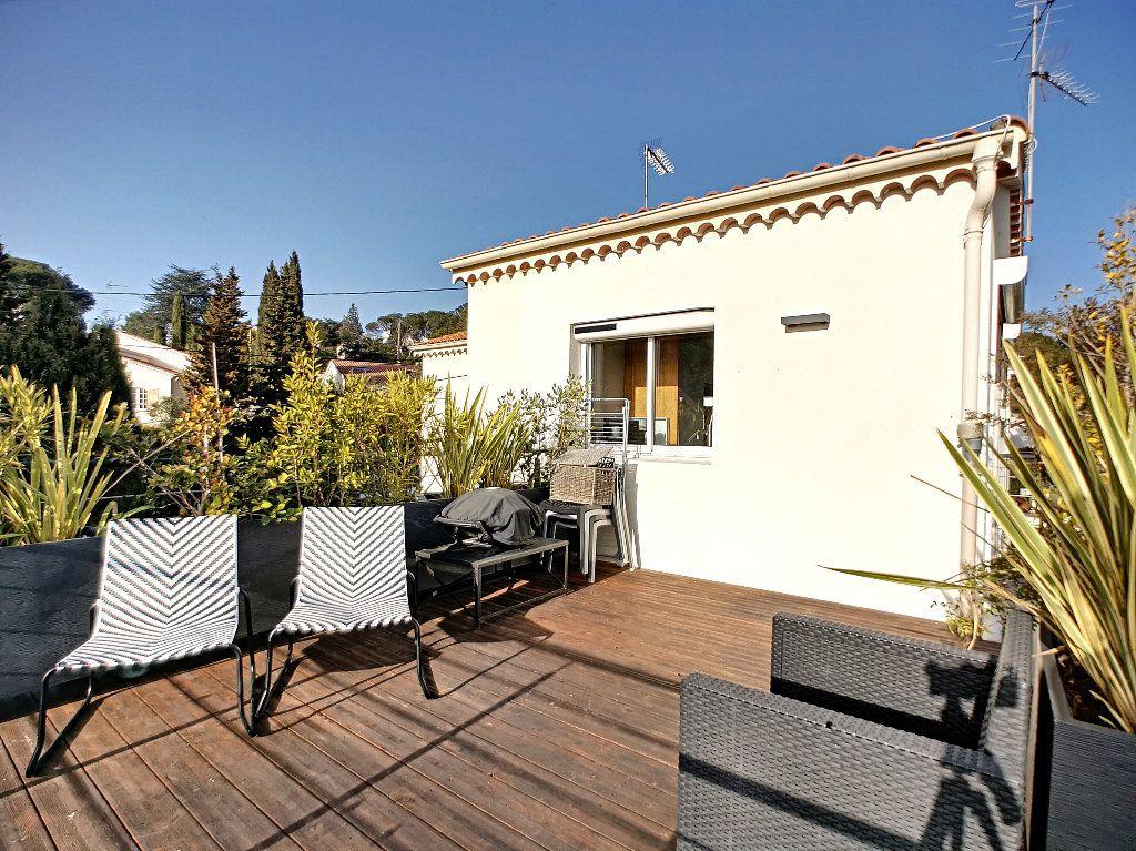 Appartement à vendre 3 66.74m2 à Saint-Raphaël vignette-1