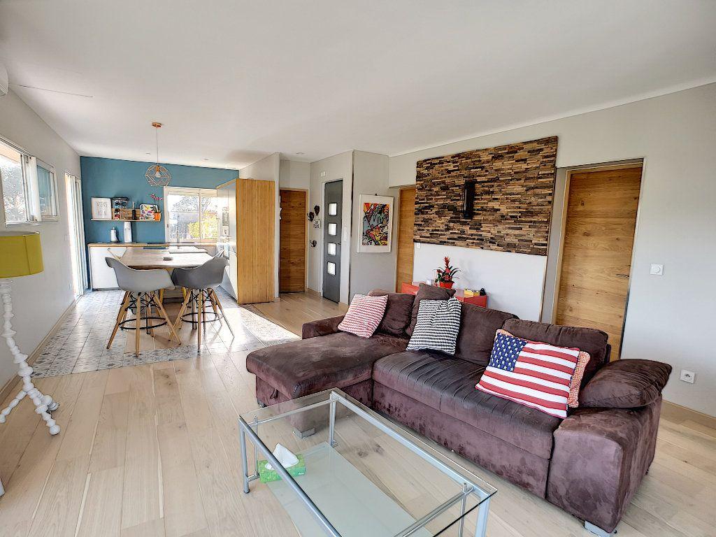 Appartement à vendre 3 66.74m2 à Saint-Raphaël vignette-3