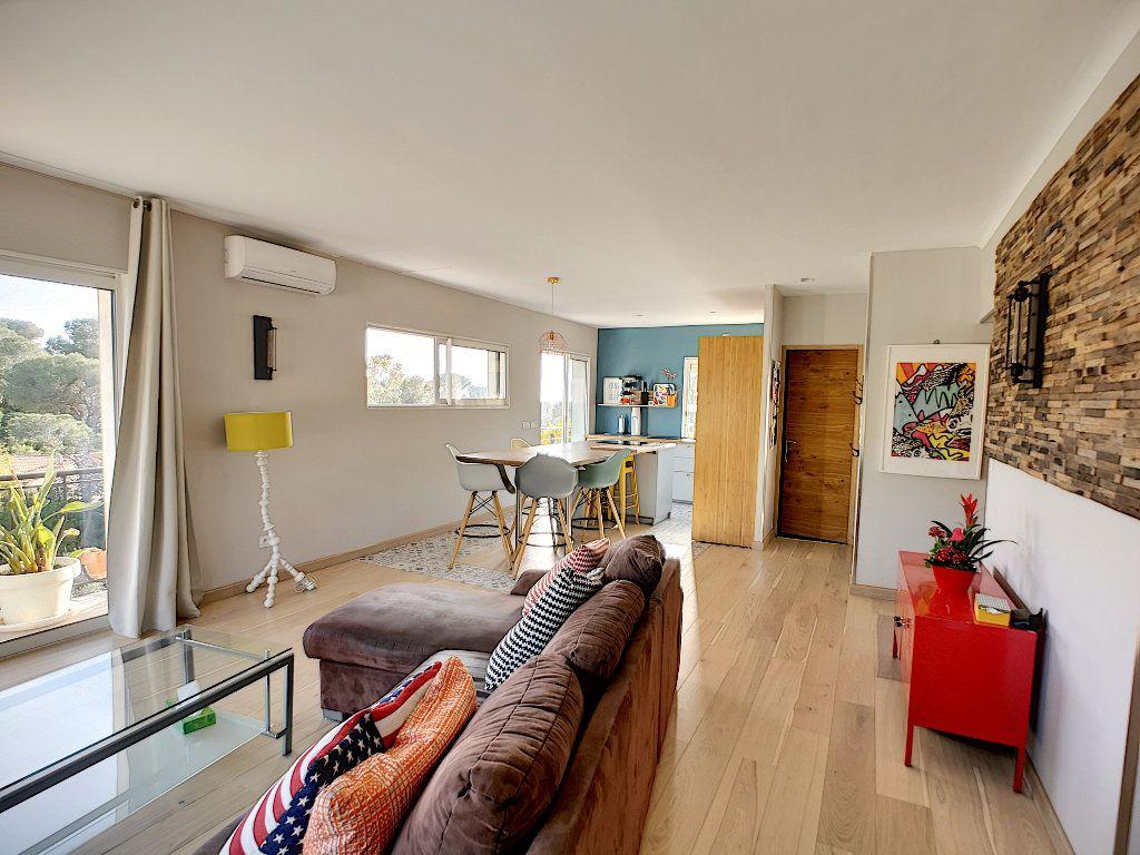 Appartement à vendre 3 66.74m2 à Saint-Raphaël vignette-4