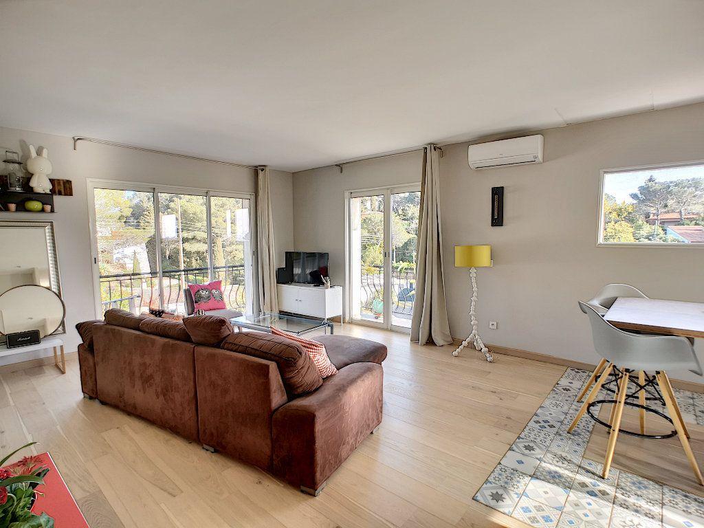 Appartement à vendre 3 66.74m2 à Saint-Raphaël vignette-5
