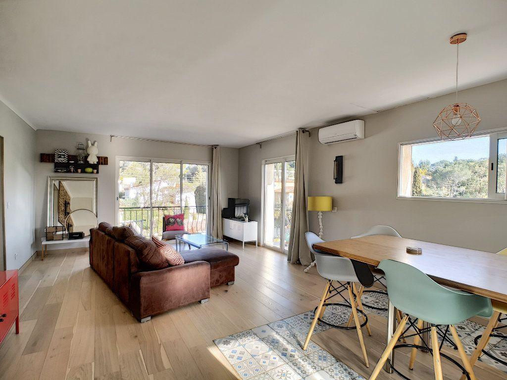 Appartement à vendre 3 66.74m2 à Saint-Raphaël vignette-6