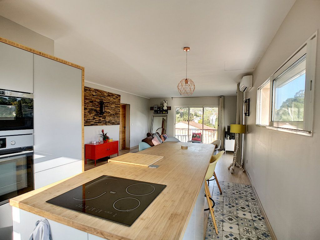 Appartement à vendre 3 66.74m2 à Saint-Raphaël vignette-7