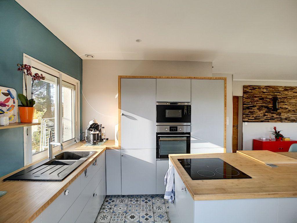 Appartement à vendre 3 66.74m2 à Saint-Raphaël vignette-8
