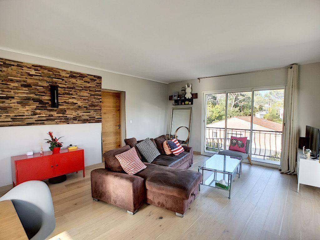 Appartement à vendre 3 66.74m2 à Saint-Raphaël vignette-9
