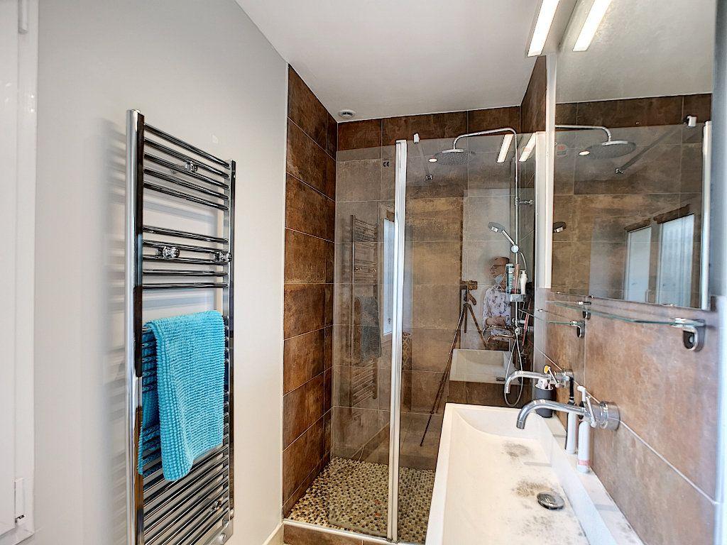 Appartement à vendre 3 66.74m2 à Saint-Raphaël vignette-14