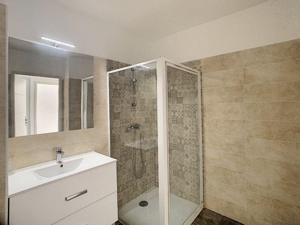 Appartement à vendre 2 40.39m2 à Puget-sur-Argens vignette-6