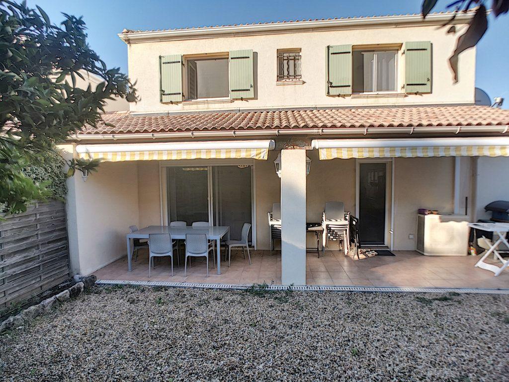 Maison à vendre 4 105.78m2 à Saint-Raphaël vignette-1
