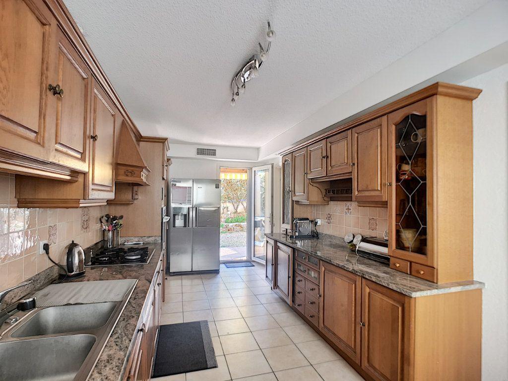 Maison à vendre 4 105.78m2 à Saint-Raphaël vignette-5